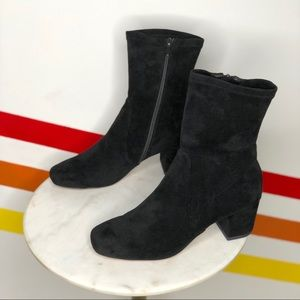 NEW Silent D careful stretch booties size 40